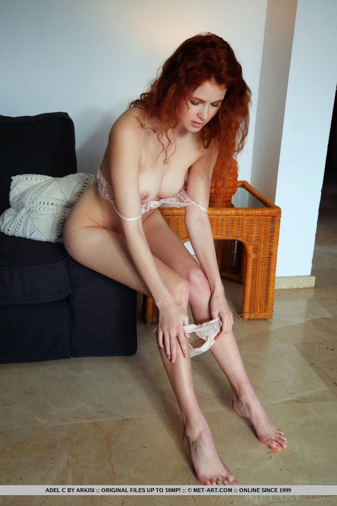 Adel C grand medium breasts picture