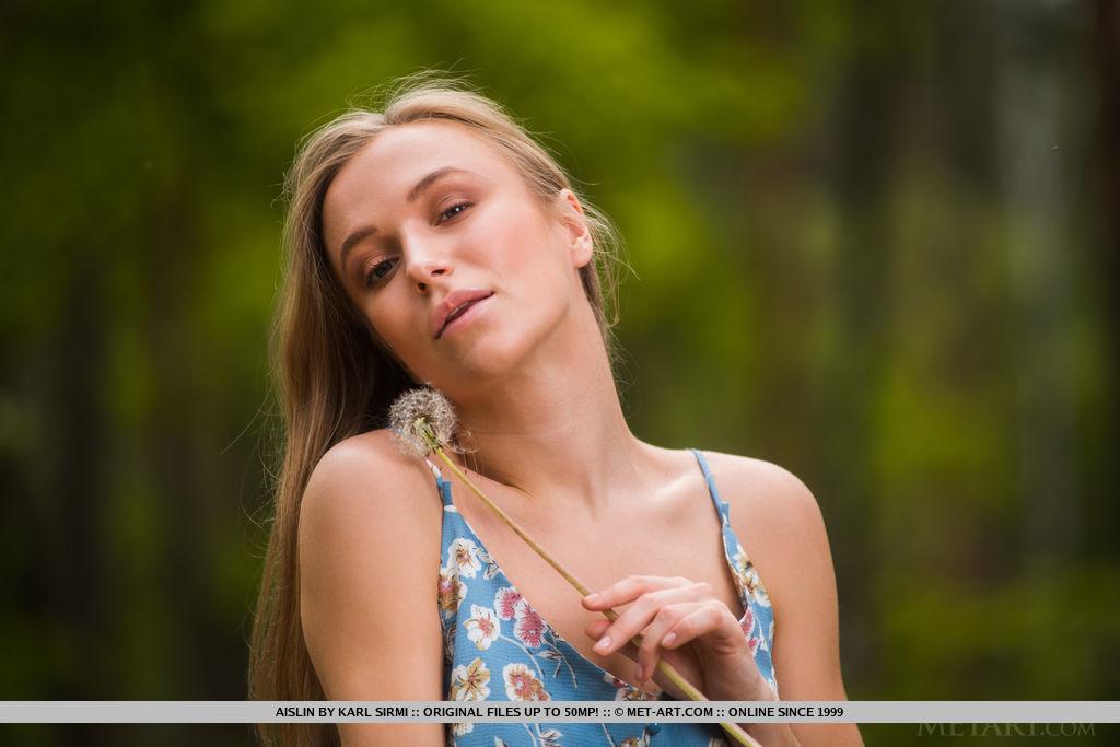 This young lady has naked medium natural tits and Brown eye