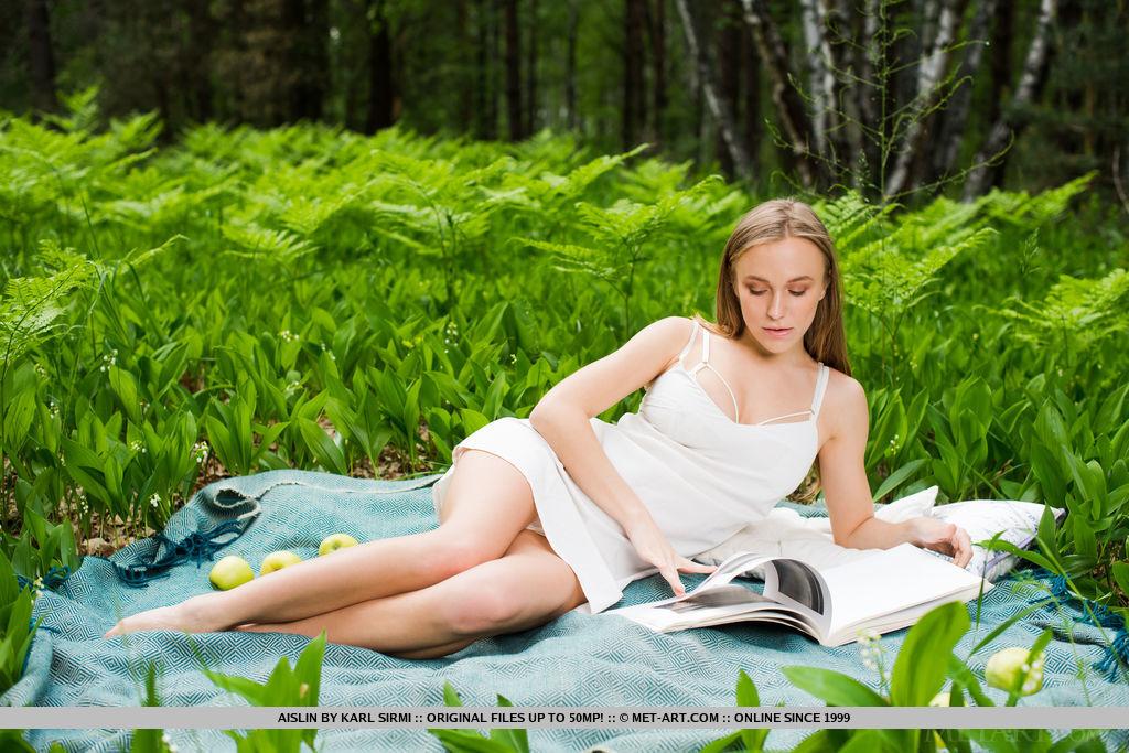Best kissable model Aislin in buck naked sessions