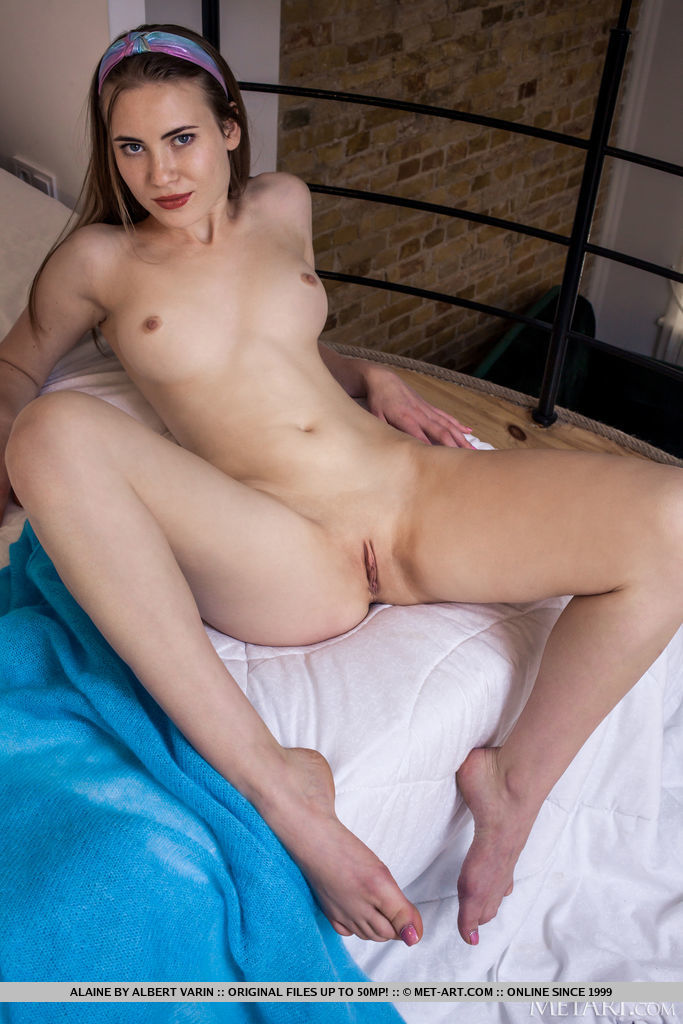 Alaine in seductive photo HD for chargeless