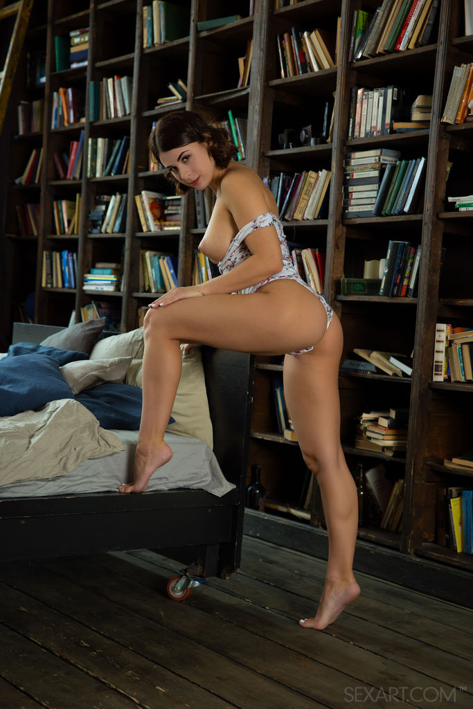 Best sexy model Alice Kelly for adult only sessions