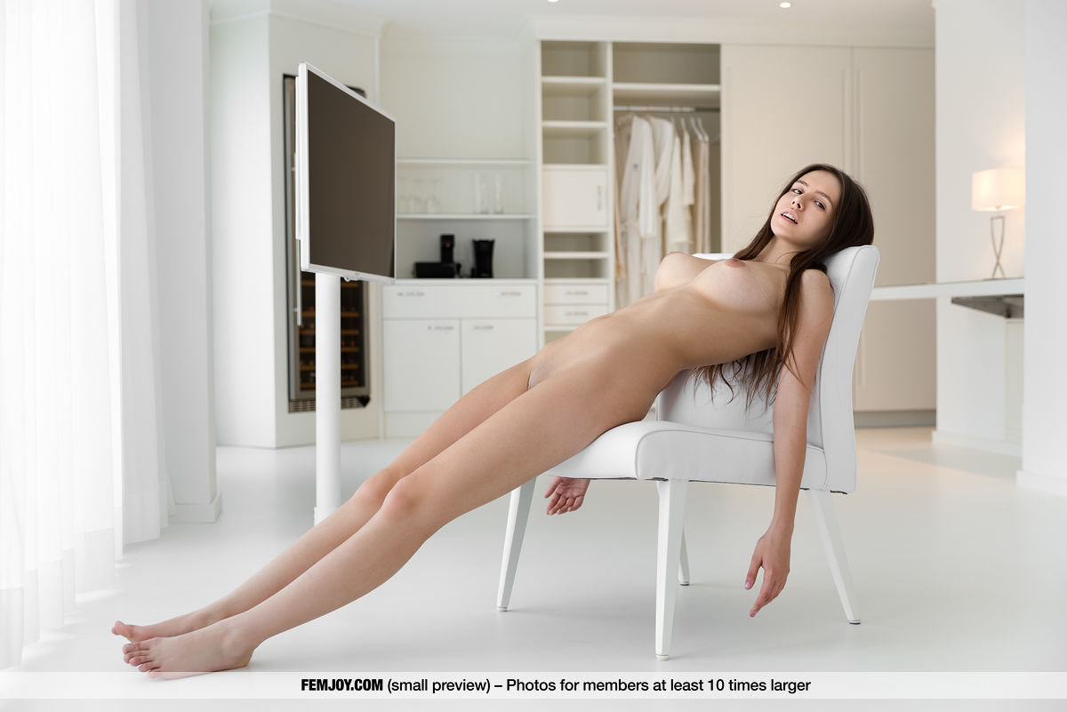 Model of Alisa Amore in undraped sessions