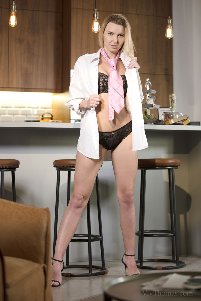 Amber D in kinky photo sessions for freebie