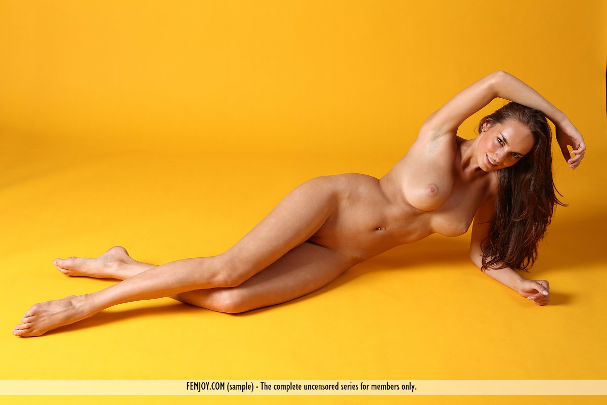 Anabelle in undressed photo