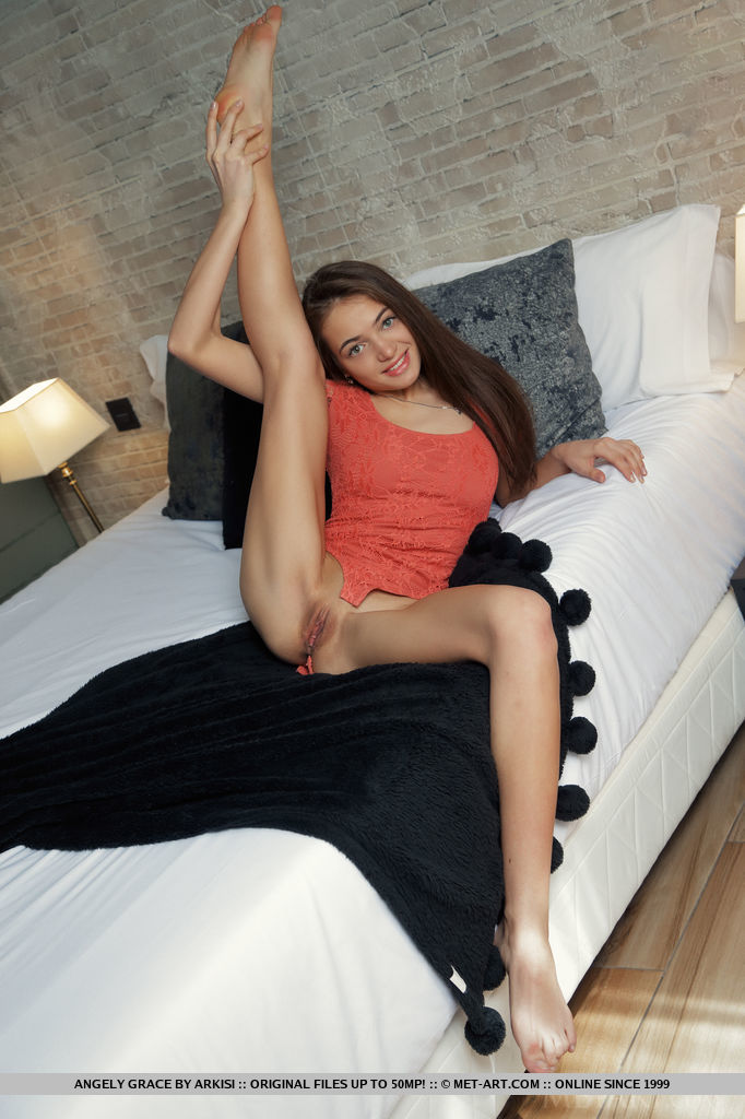 Best hot model Angely Grace for adult only sessions