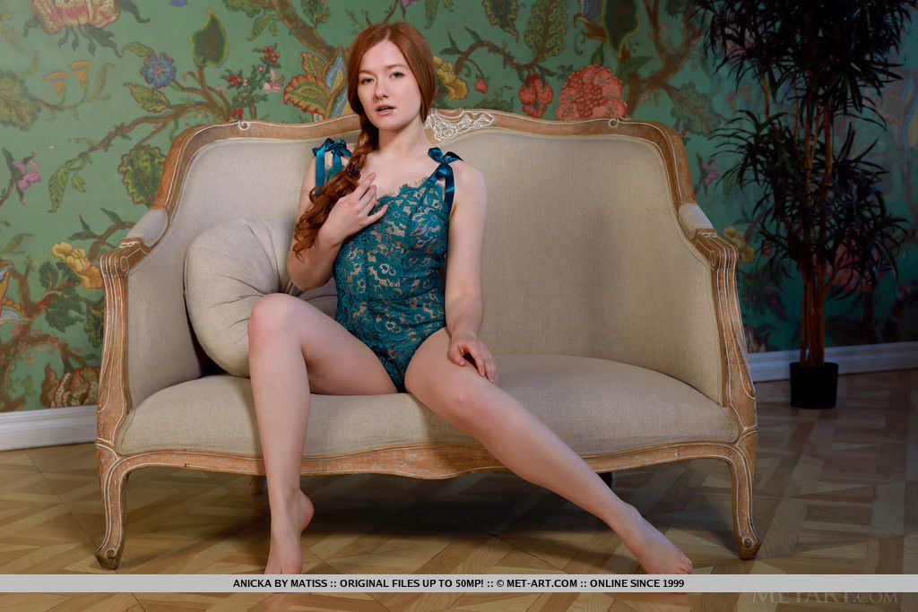 Best sexual model Anicka in in one-s skin sessions