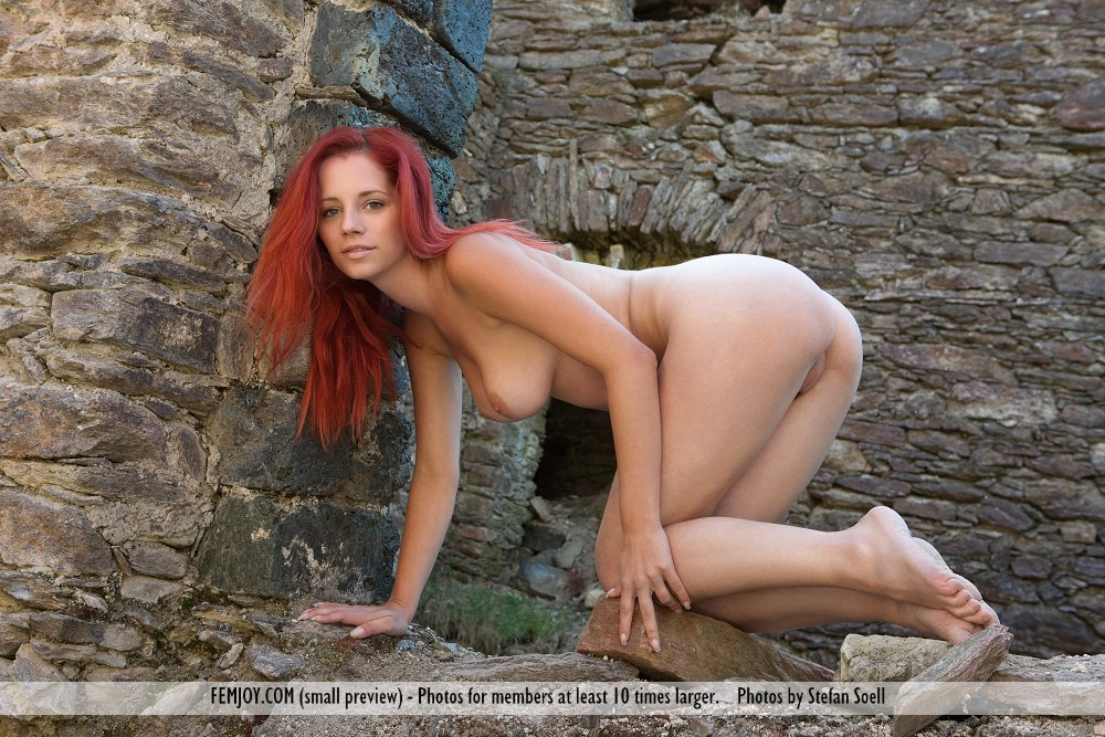 Model of Ariel in buck naked sessions