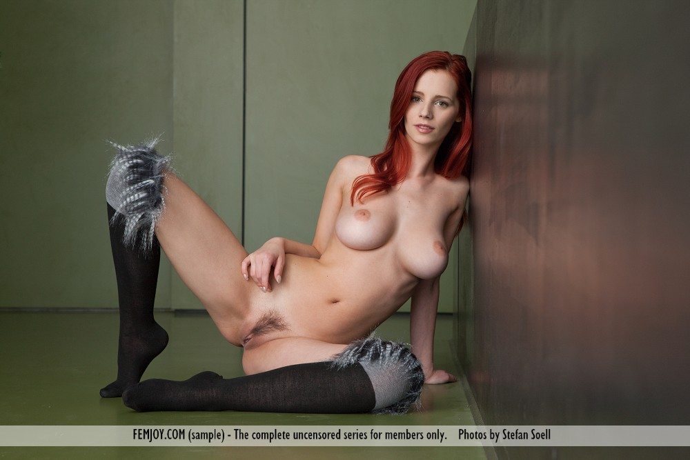 Ariel in lascivious photo sessions for free