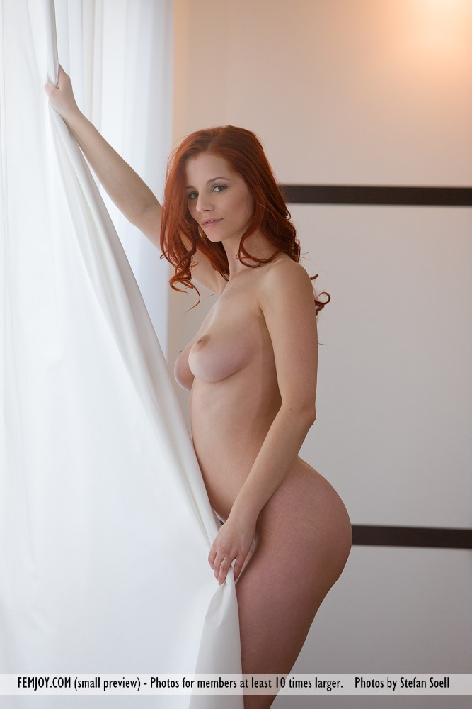 Model of Ariel in undraped sessions