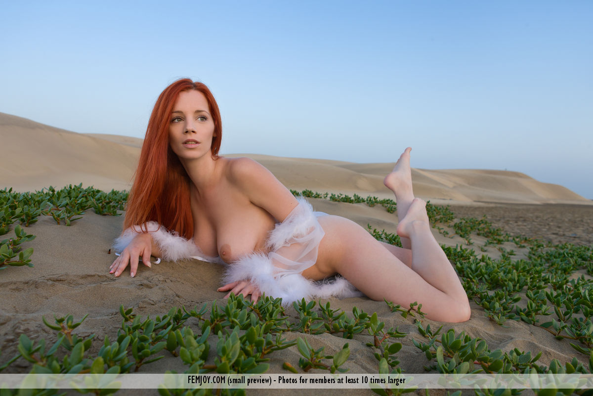 Model of Ariel in bare-skinned sessions
