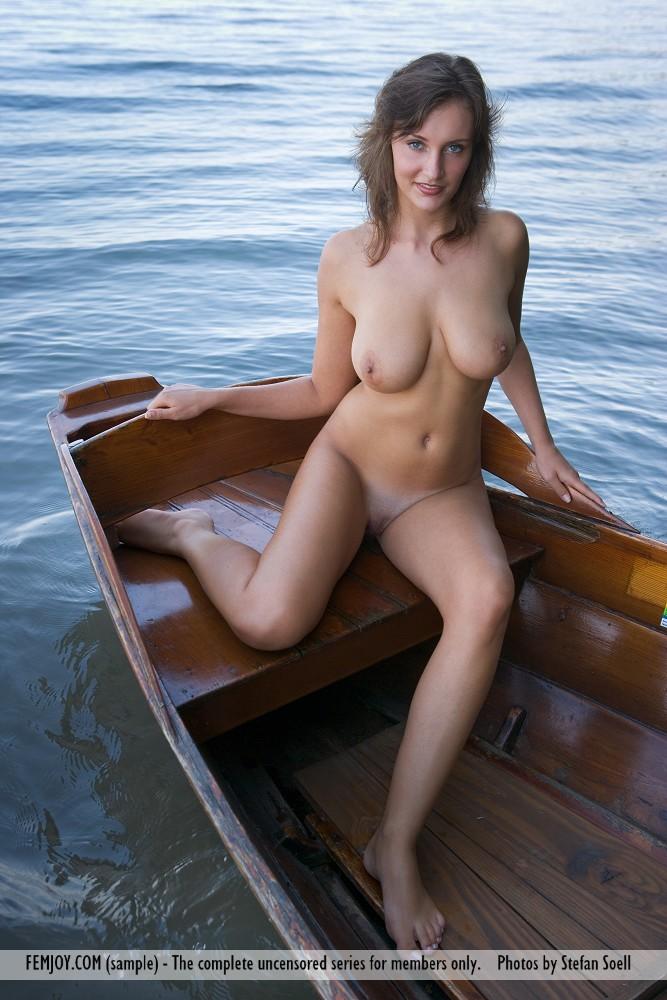 This lady has big tits and Hazel eye