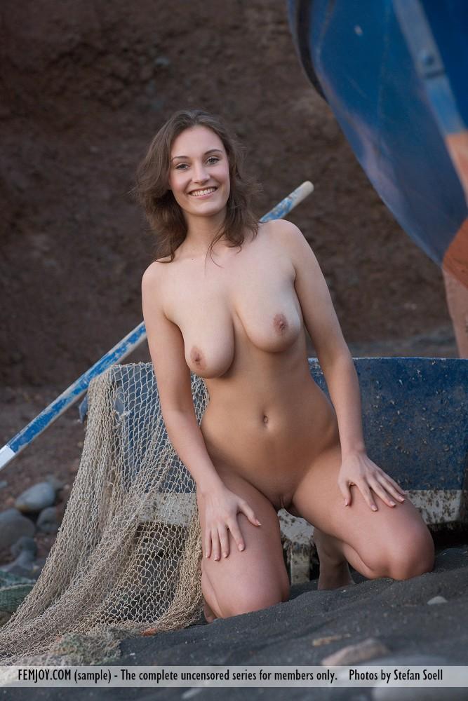 Model of Ashley in au naturel sessions
