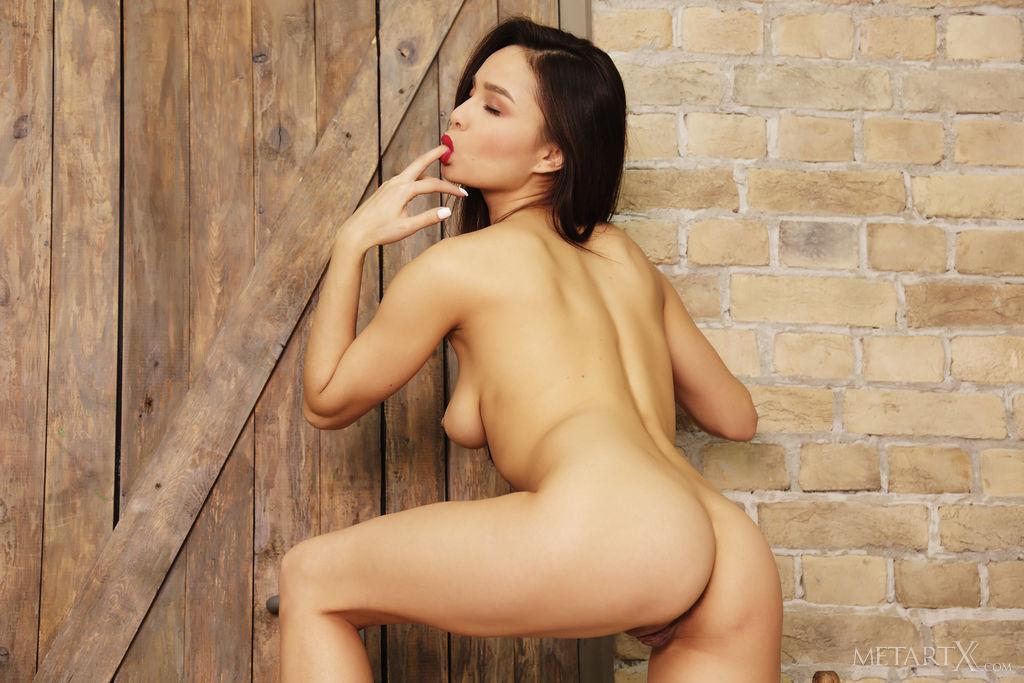 Best striking model Astrid Herrara in uncovered sessions