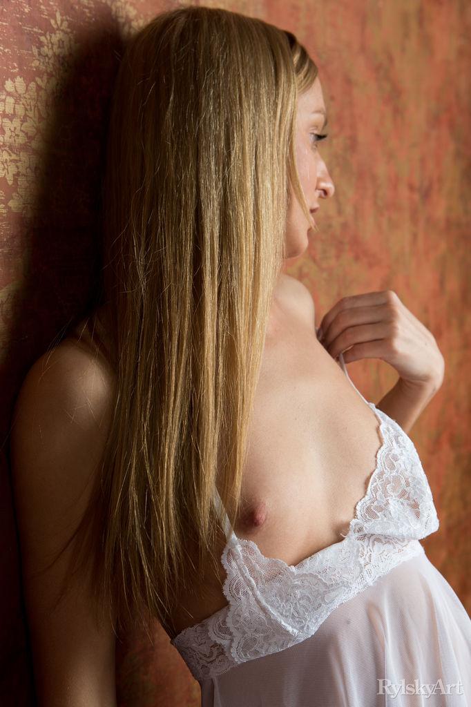 bare-skinned photo gallery of  Ava