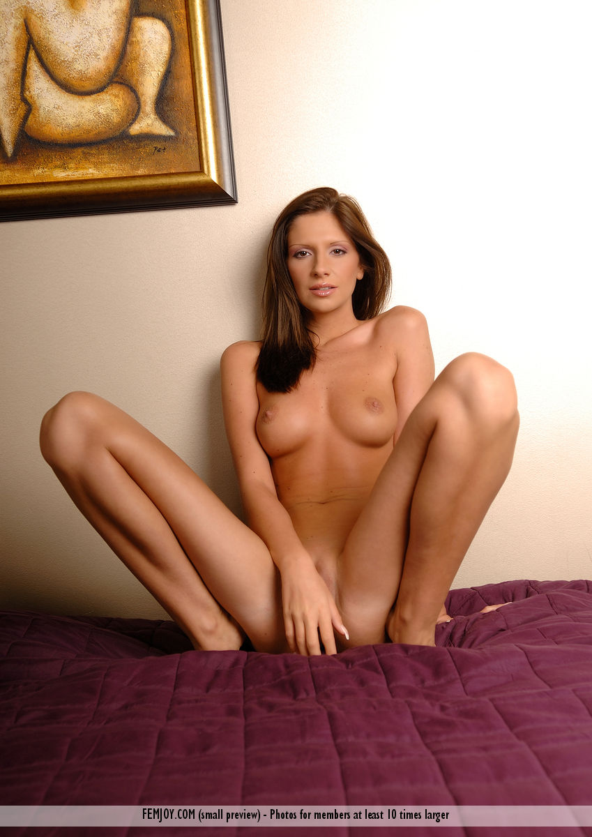 On the magazine cover of Tonight FemJoy is exalted Bambi
