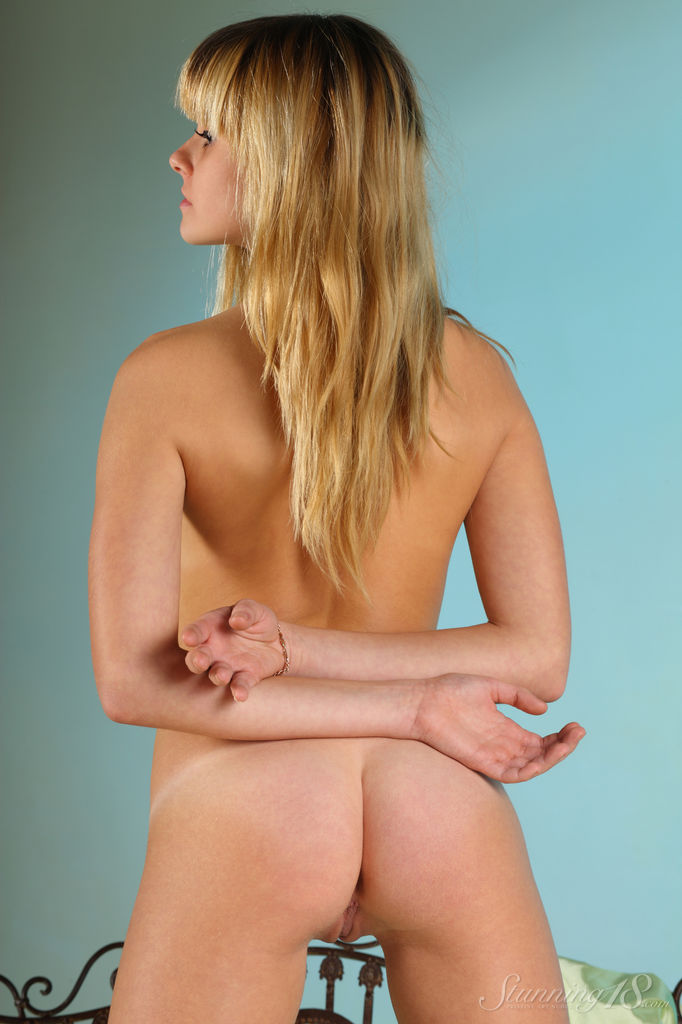 unclad photo gallery of  Betty