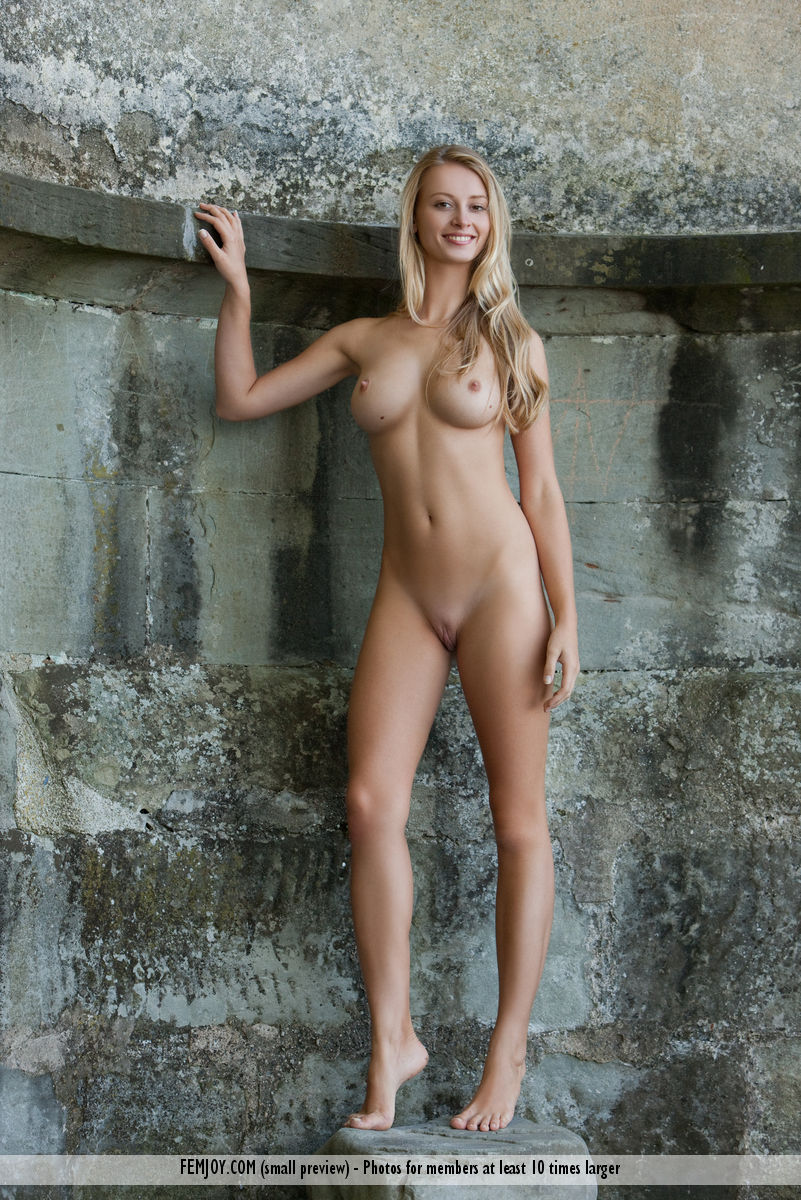 Best breathtaking model Carisha in nude sessions