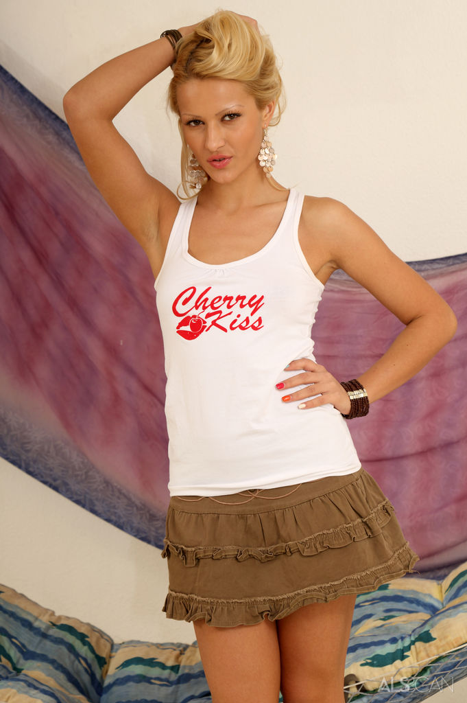 Cherry Kiss in amatory photo sessions for chargeless