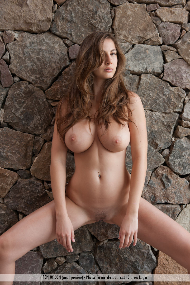Connie Carter in sensual photo sessions for gratis