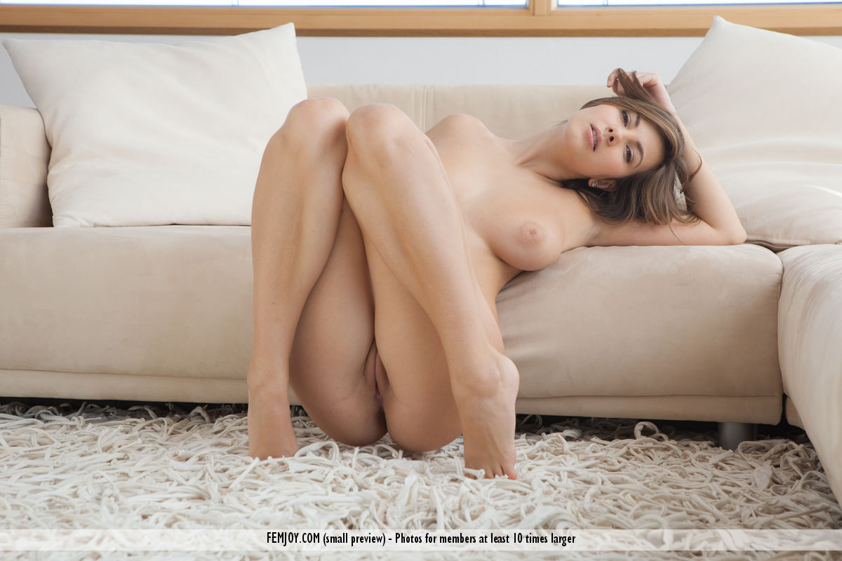 Model of Connie Carter in bare-skinned sessions