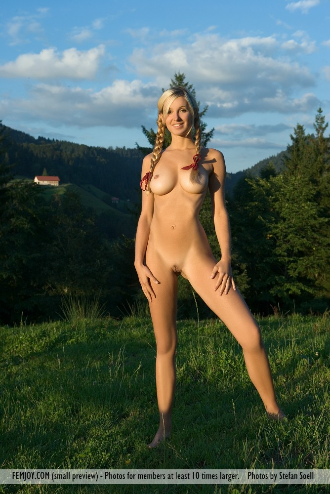 On the magazine cover of Heidi FemJoy is beautiful Corinna