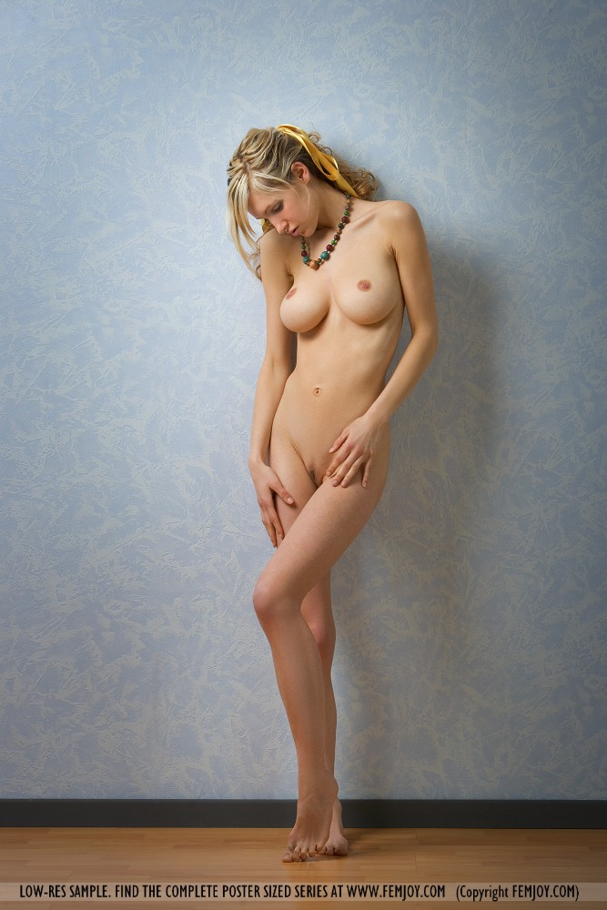 This woman has big tits and Blonde hair