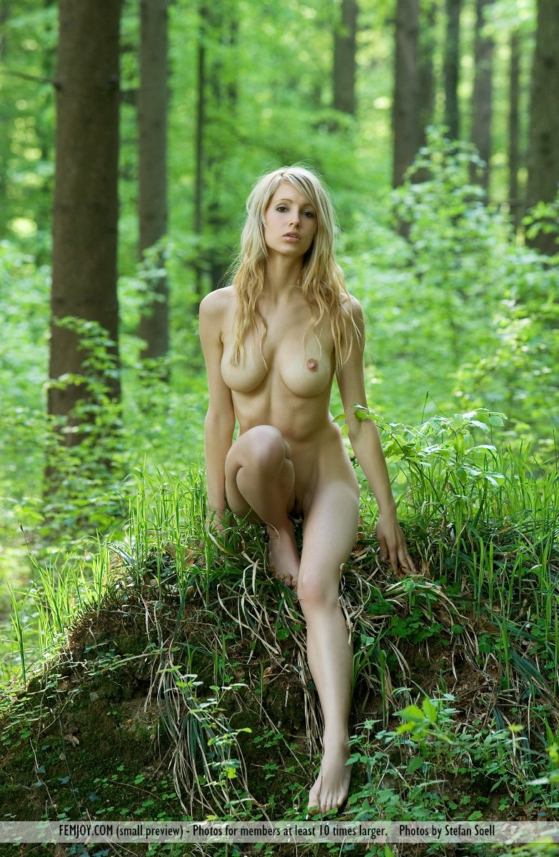 disrobed photo gallery of  Corinna