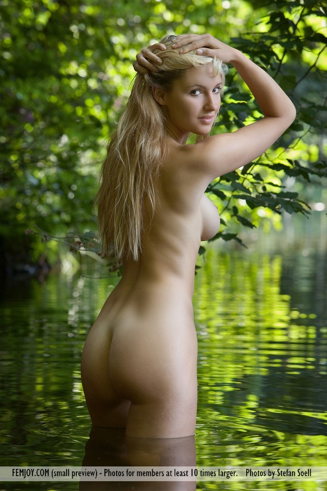 Best moving model Corinna in nude sessions
