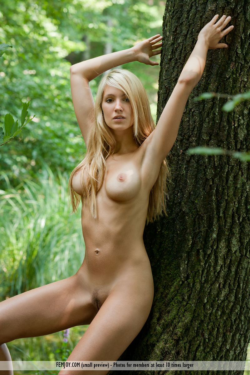 Best quality buck naked picture for freebie