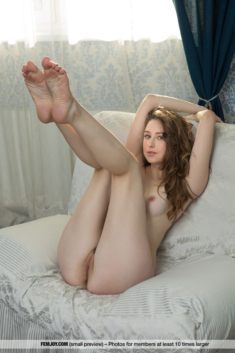 Dara W. in one-s skin small breasts slide