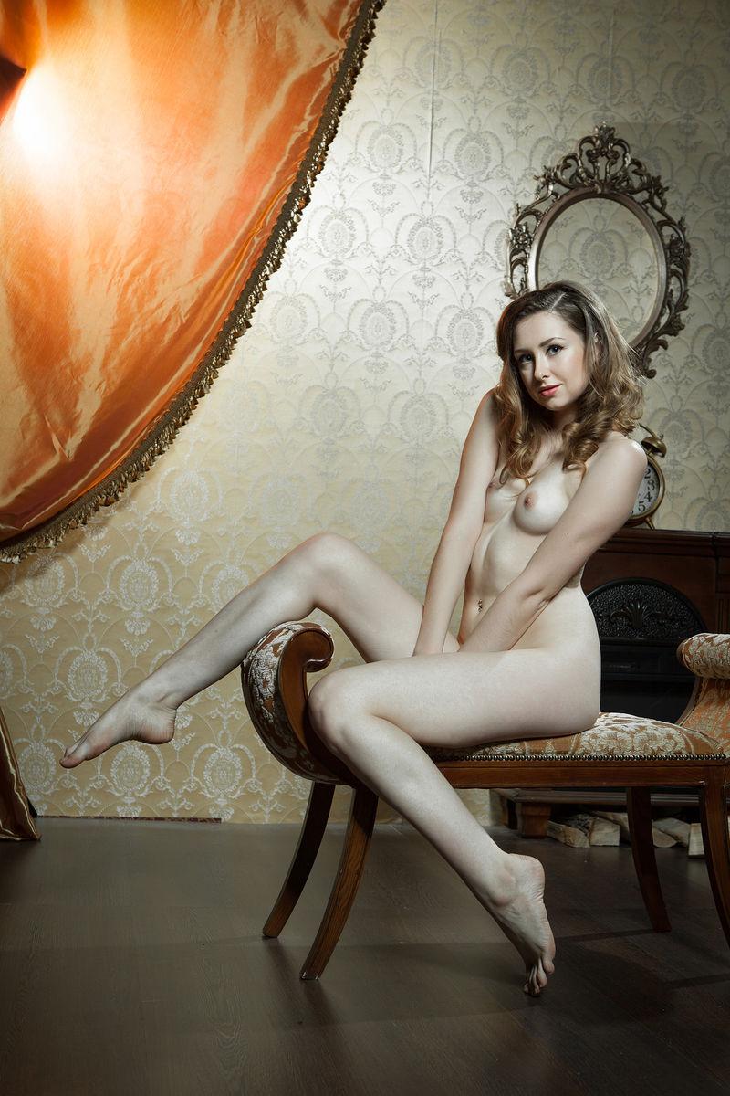 Dara W. in titillating photo HD for free