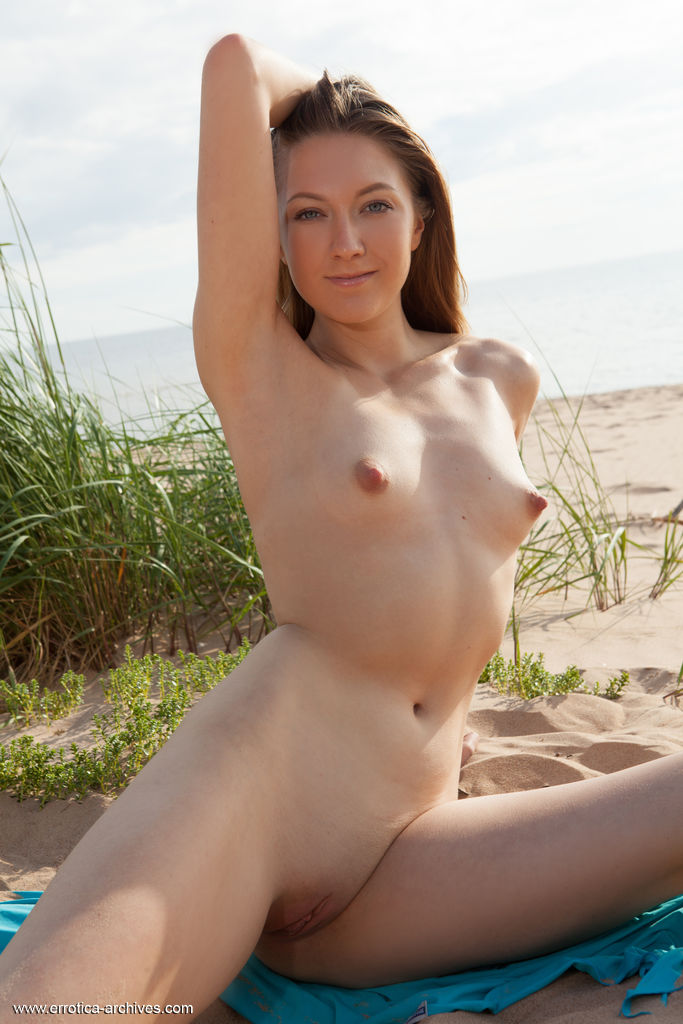 Dominika B in impassioned photo sessions for freebie