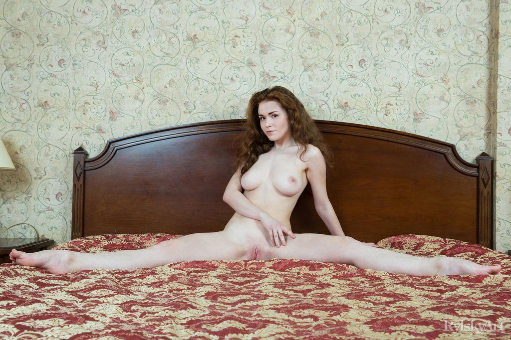 unattired photo gallery of  Estelle