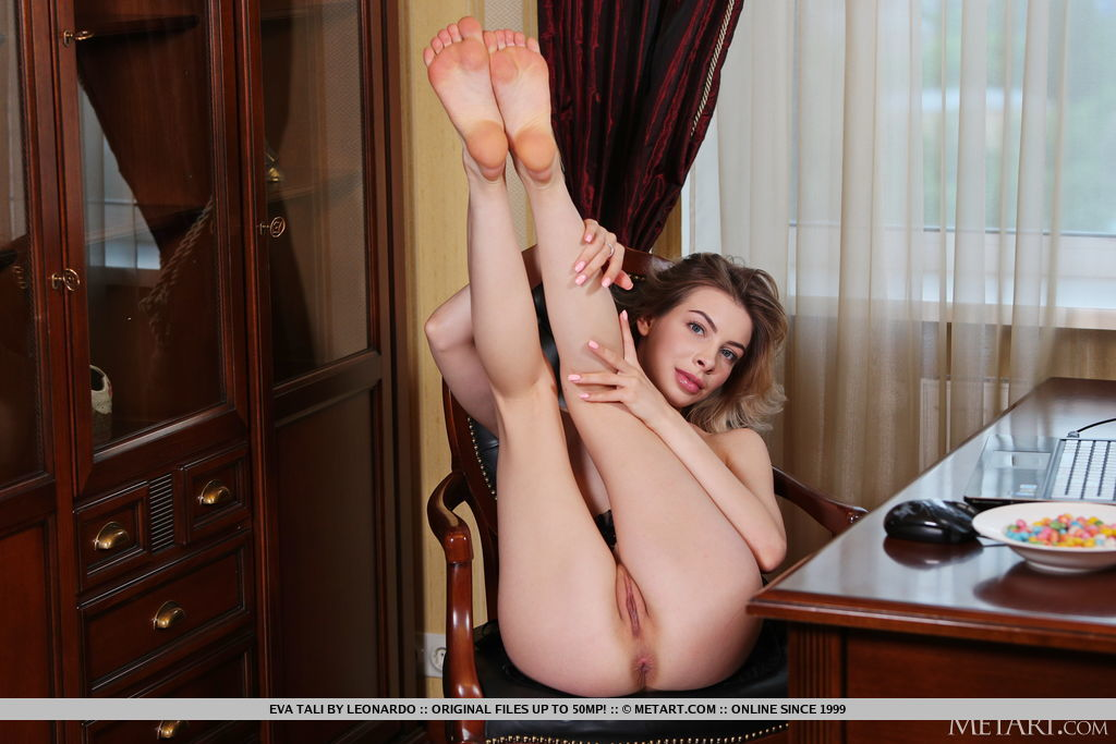 Eva Tali in carnal photo sessions for freebie