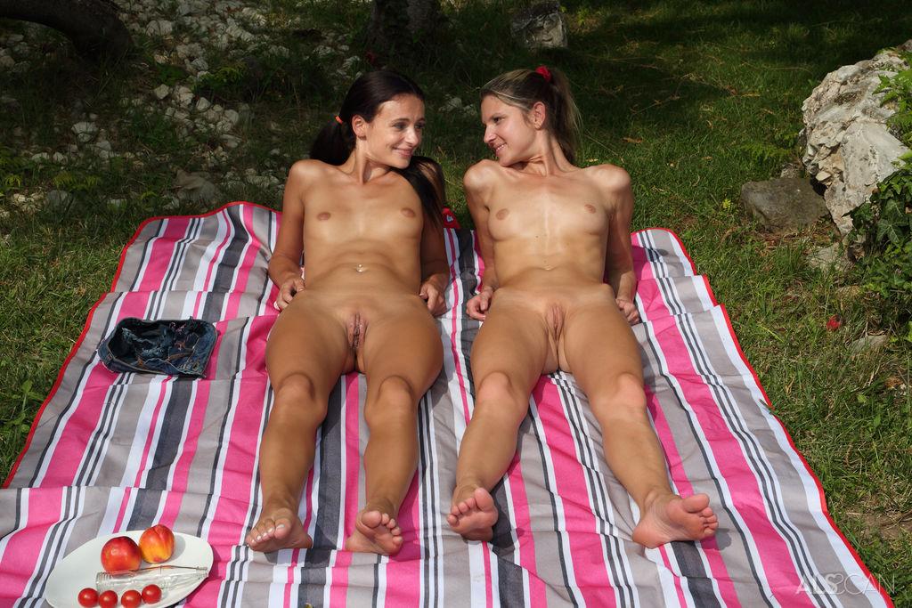 Gina Gerson, Kate Rich in seductive photo HD for gratuitous
