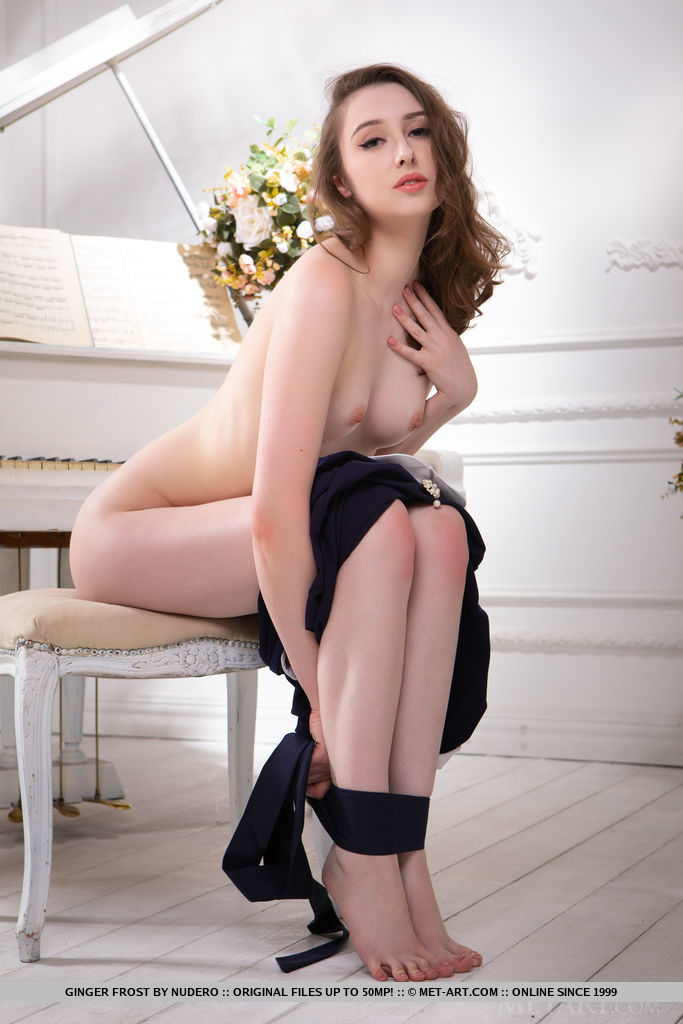 Best inviting model Ginger Frost for adult only sessions