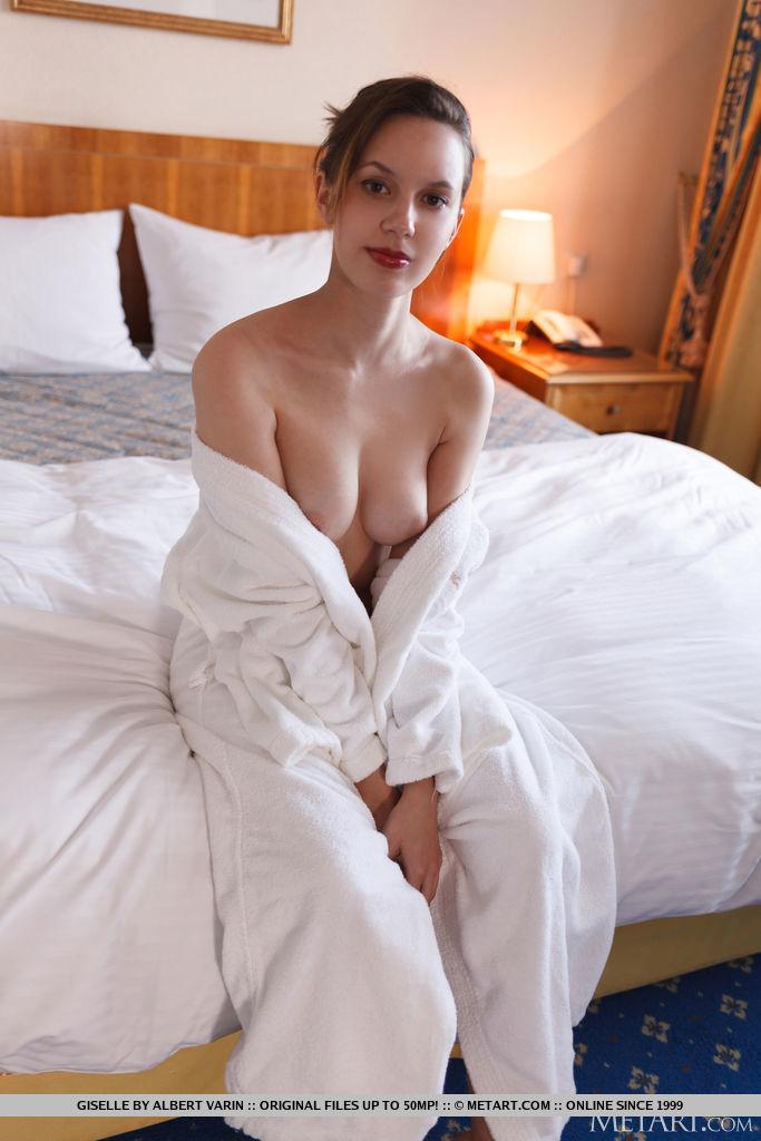 Giselle medium natural tits snapshot