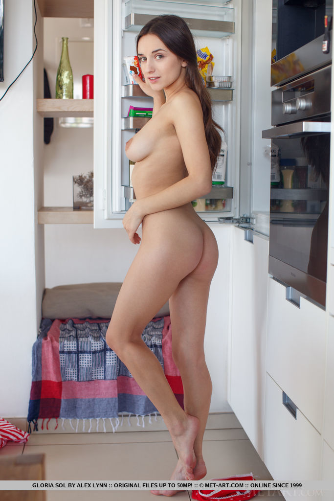 Model of Gloria Sol in undressed sessions