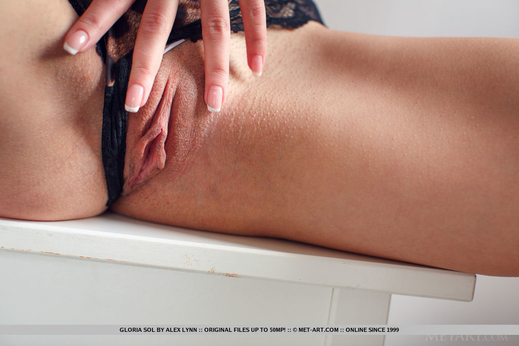 Model of Gloria Sol in exposed sessions