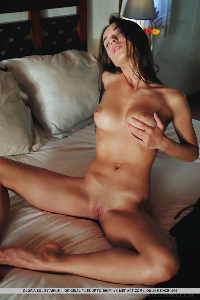Model of Gloria Sol in unclad sessions