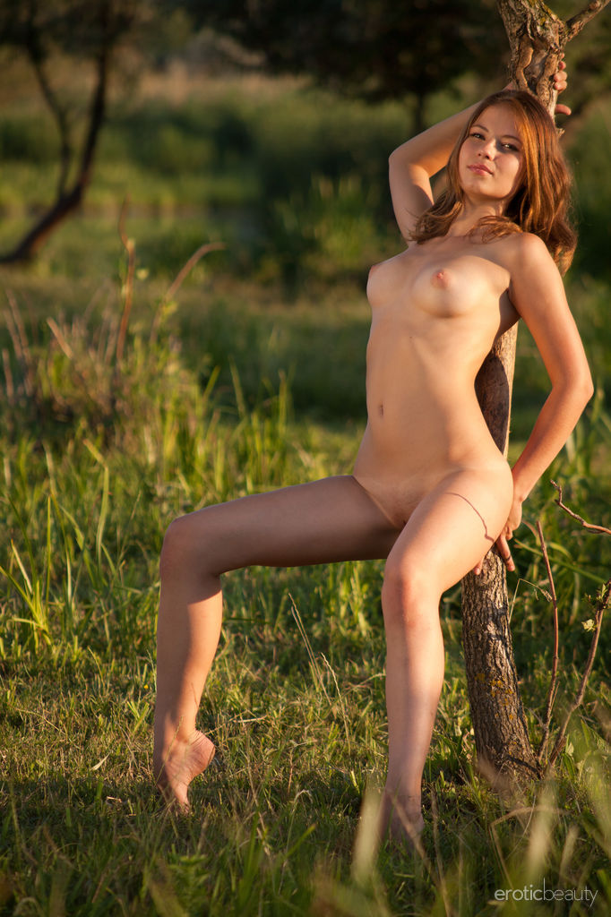 Outdoor Fredom Erotic Beauty is shocking Hilary C