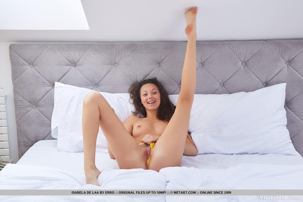 undressed photo gallery of  Isabela De Laa