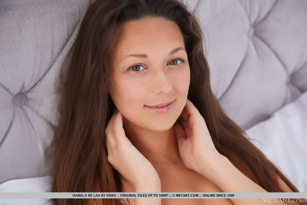 Isabela De Laa in sexy photo sessions for freebie