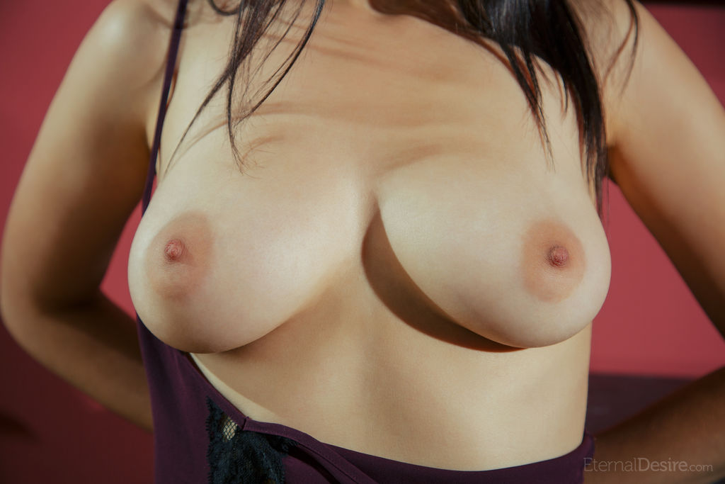Best lewd model Janah for adult only sessions