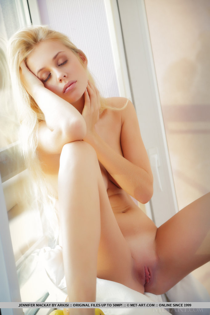 Best titillating model Jennifer Mackay for adult only sessions