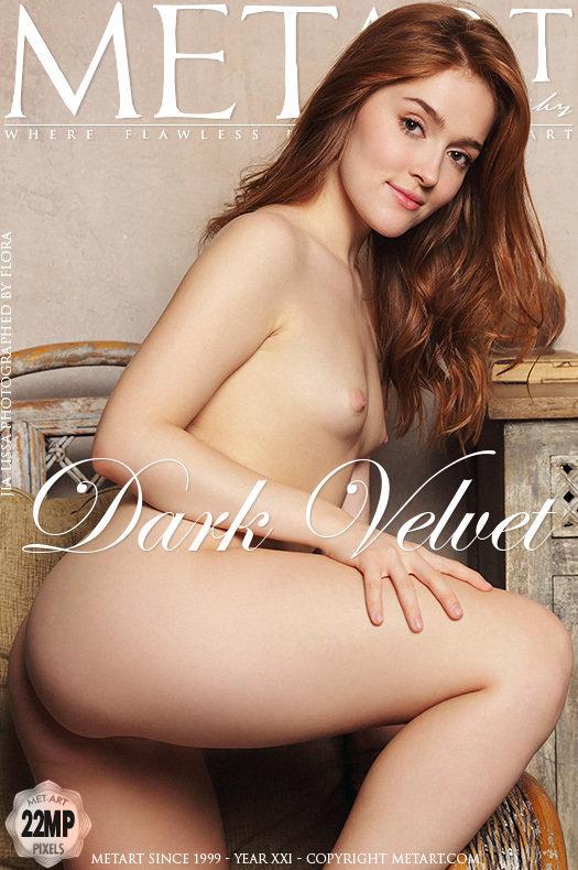 Magazine coverJia Lissa small naturalboobs