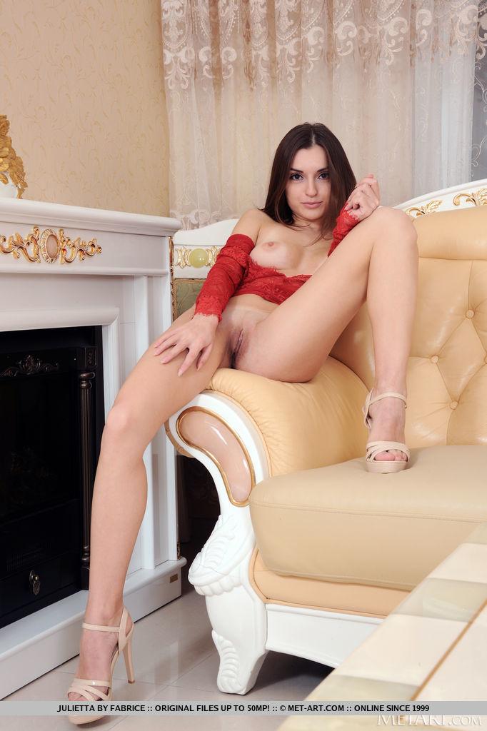 bare-skinned photo gallery of  Julietta