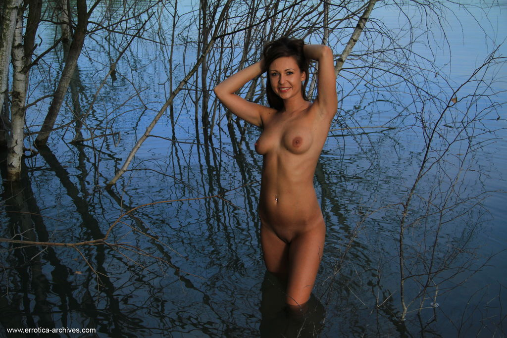 Best spine-tingling model Kara Rosemary in naked sessions