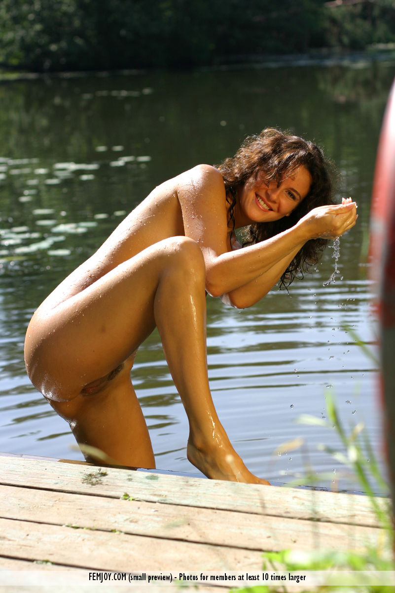Karina in erogenous photo sessions for chargeless