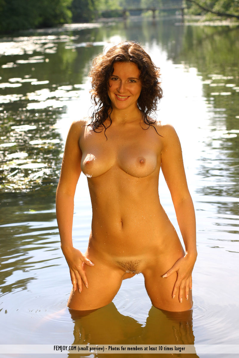 Karina in titillating photo sessions for free